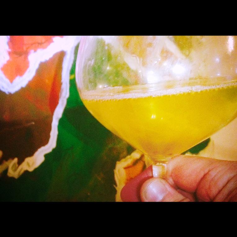 Weinglas-vor-Bild_schwarze-Balken_763x763